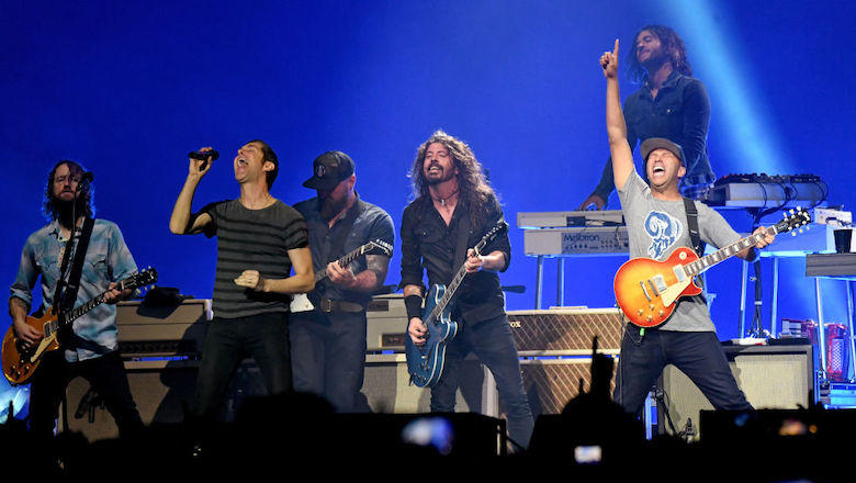 See FOO FIGHTERS Perform BLACK SABBATH's 'War Pigs' With ZAC BROWN, TOM MORELLO For Super Bowl Concert