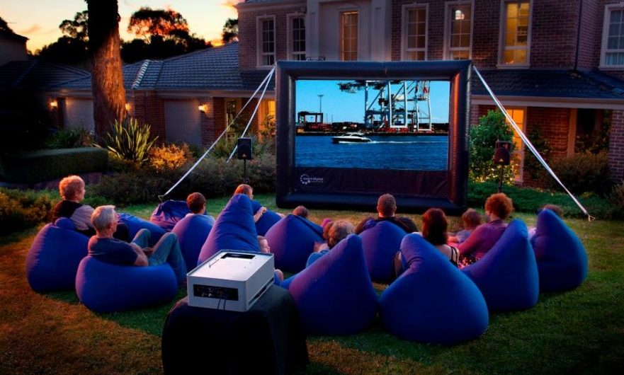 Step by step instructions to set up an outdoor cinema