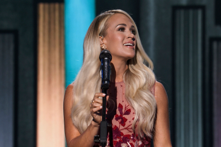 Carrie Underwood presents Medley of the country's iconic women's songs at the 2020 ACM Awards