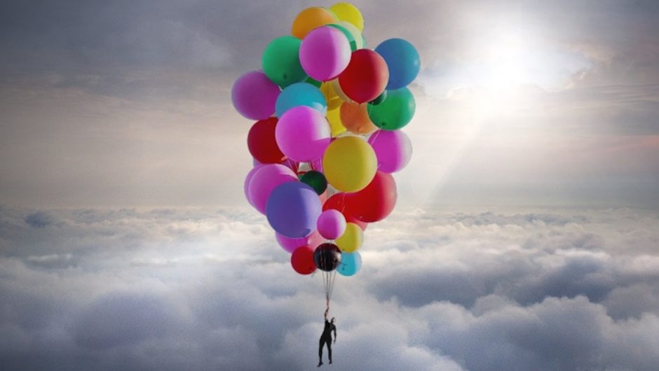 See: Daredevil David Blaine flies in the sky with a 52 helium balloon