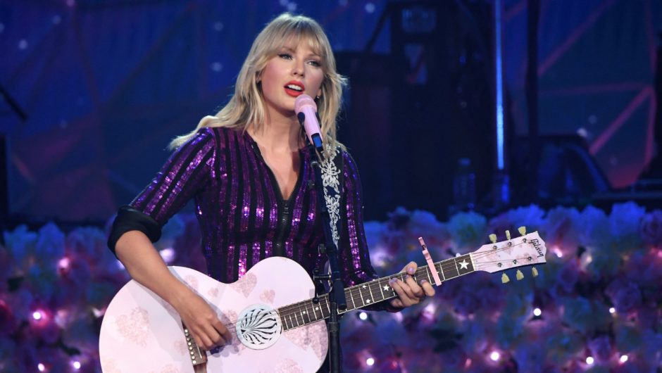 "Taylor Swift to Perform ""betty"" Live Debut at the Academy of Country Music Awards in 2020"