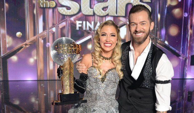 "Dancing With the Stars finale- Stunned Bachelorette Kaitlyn Bristowe takes the ""Mirrorball Trophy"""