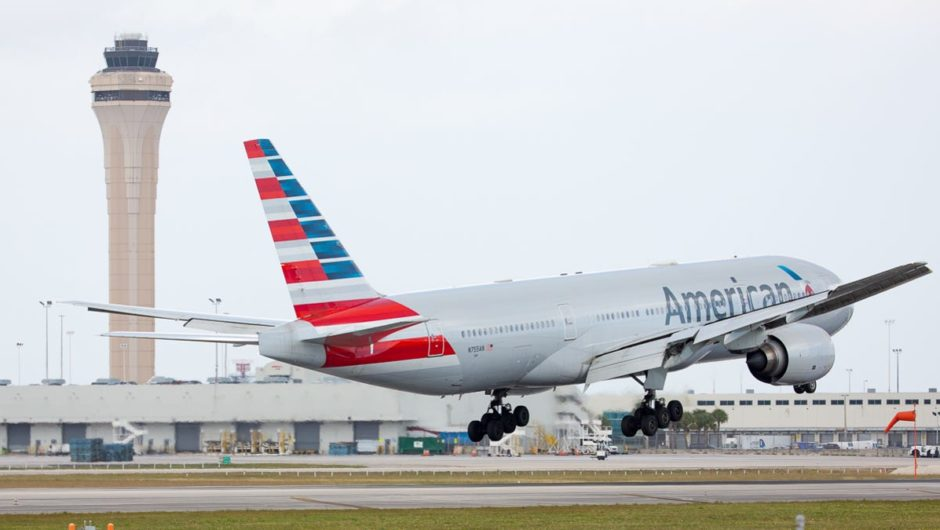 American Airlines cautions 13,000 workers of possible vacations