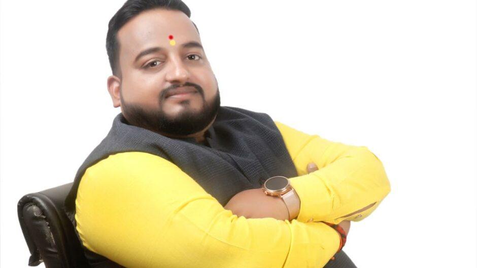 Social Activitist Vishal Dilip Bhujbal On His Way To Make The Railway Stations Passenger-friendly !