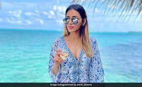 It's Maldives O'Clock for Smriti Khanna. see her staggering pics